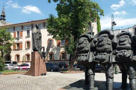 pomnik Piłsudskiego i Legionowej Czwórki